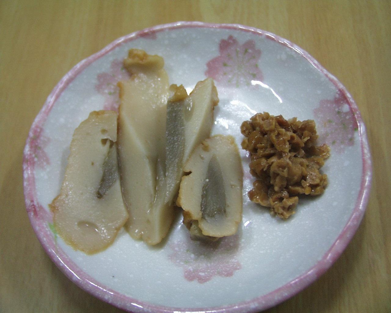 ごぼう練り天ぷら、納豆の添え物