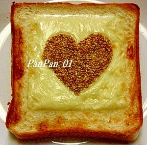 かわいい胡麻チーズ練乳トースト