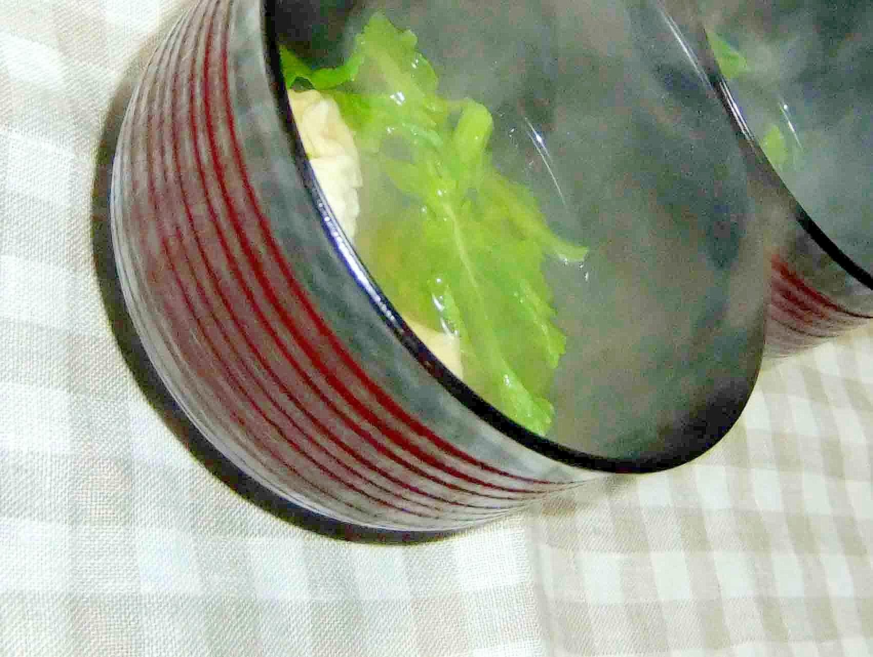 湯葉と菜の花の澄まし汁