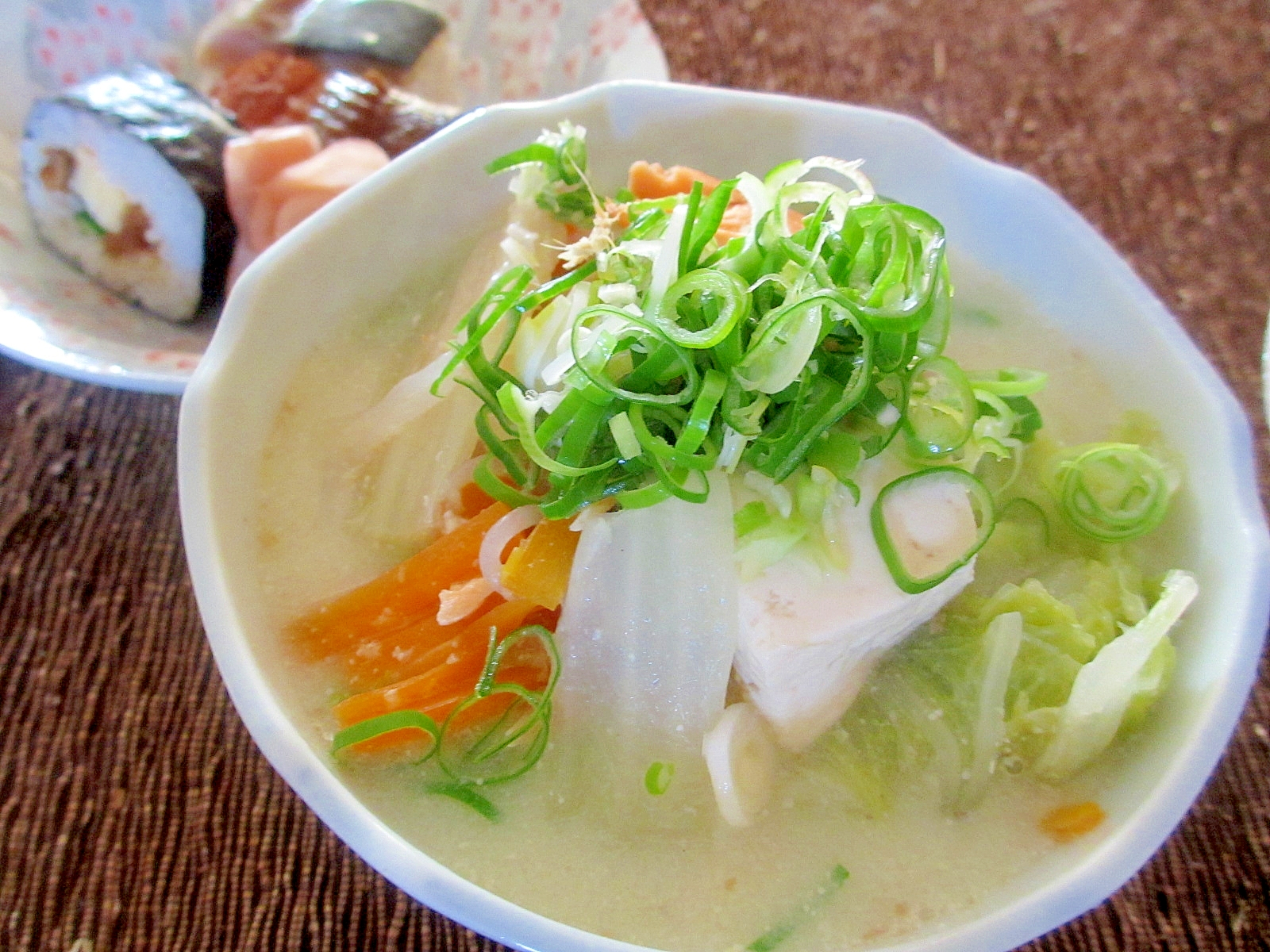 白菜、鮭、白滝の豆乳スープ