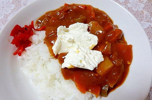 ヨーグルトをトッピング★野菜カレー