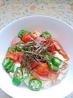 レンジで超簡単!朝食昼食にぴったり彩りチーズ丼!!