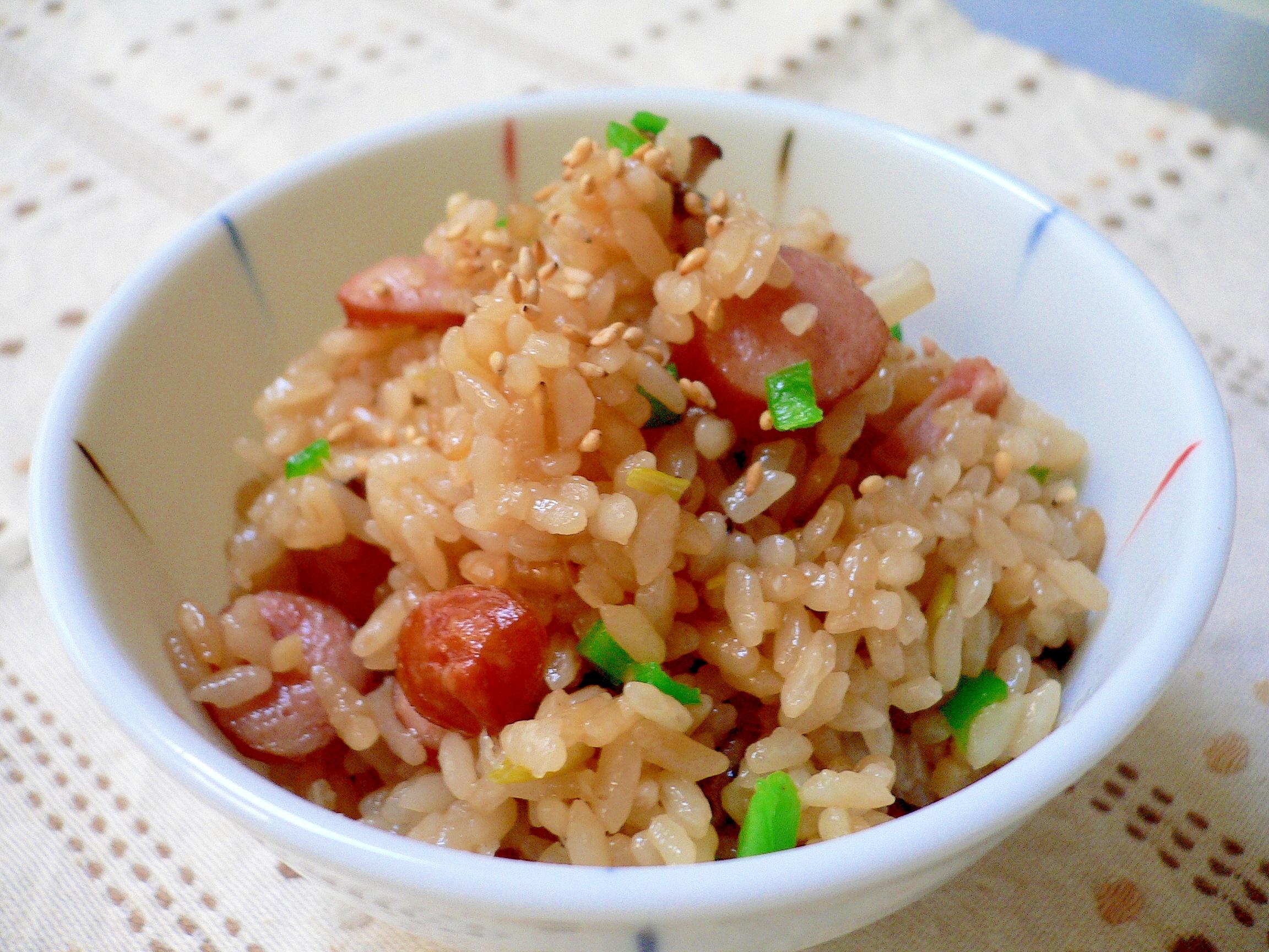 飲む紅酢でウインナーの中華風炊き込みご飯