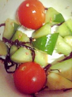 トマトときゅうりの塩昆布ごま和え