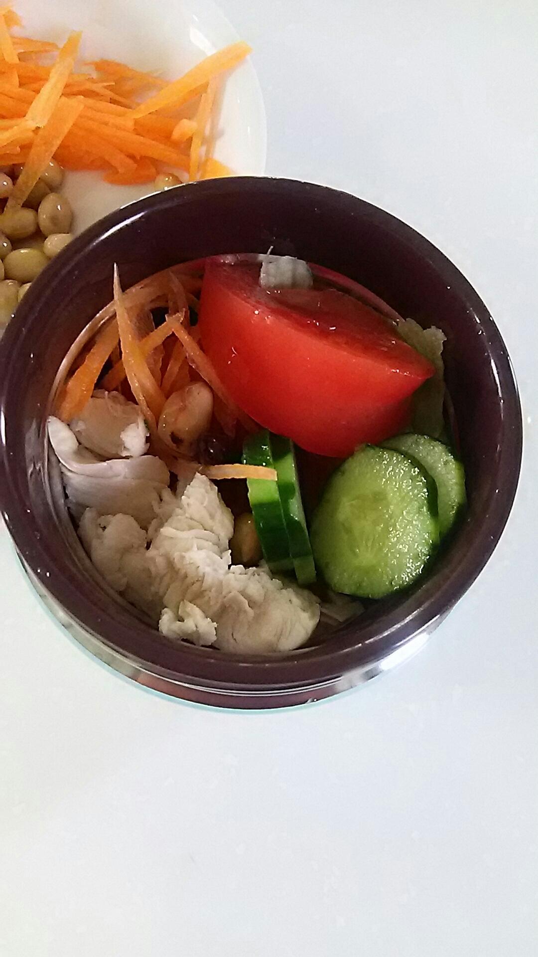 お弁当に生野菜のサラダ❤️ビタミン摂って女子力⤴︎