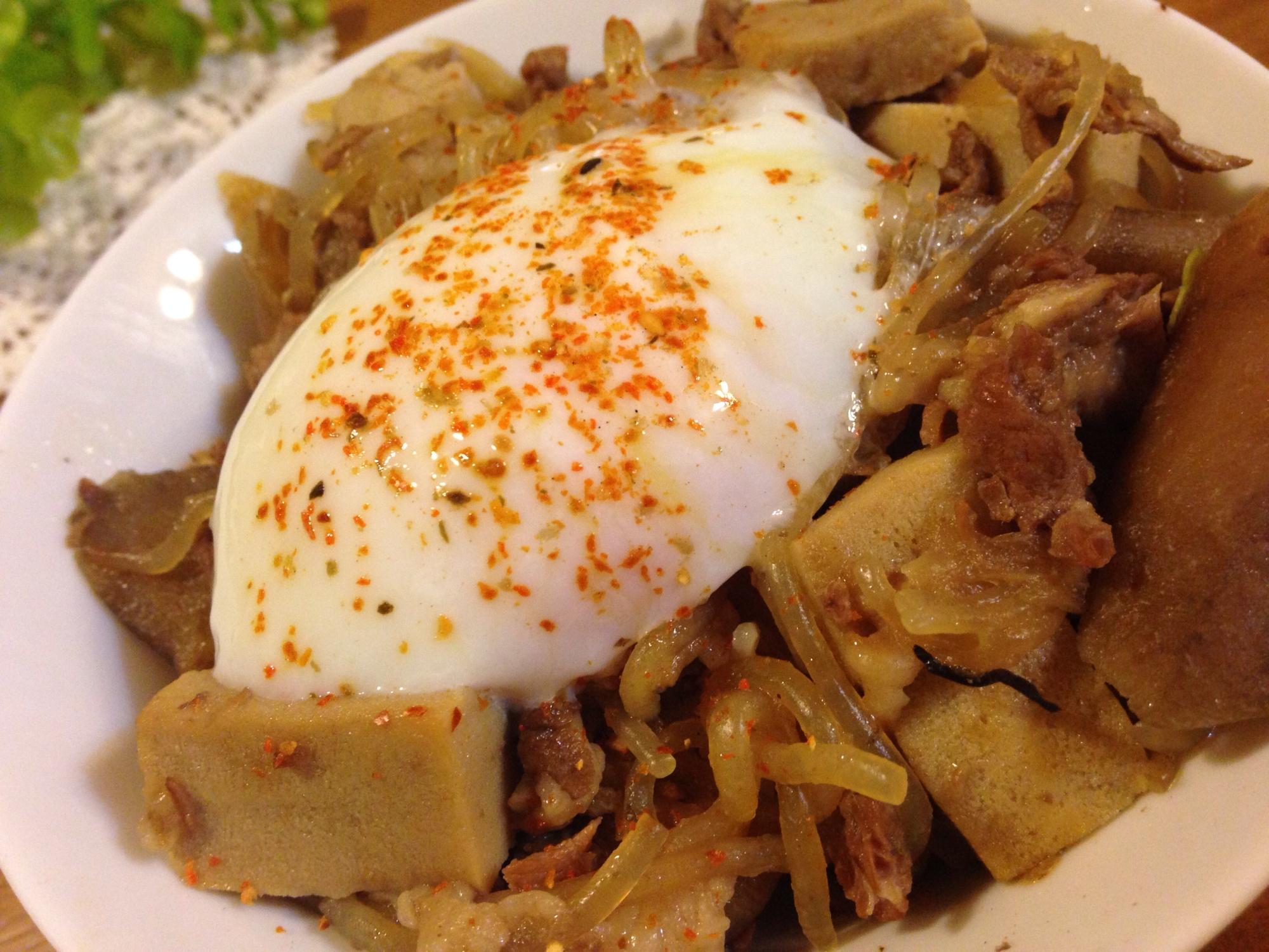 温泉卵のせ♪高野豆腐の豚丼