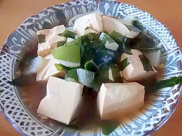 豆腐・ワカメ・大根の煮物