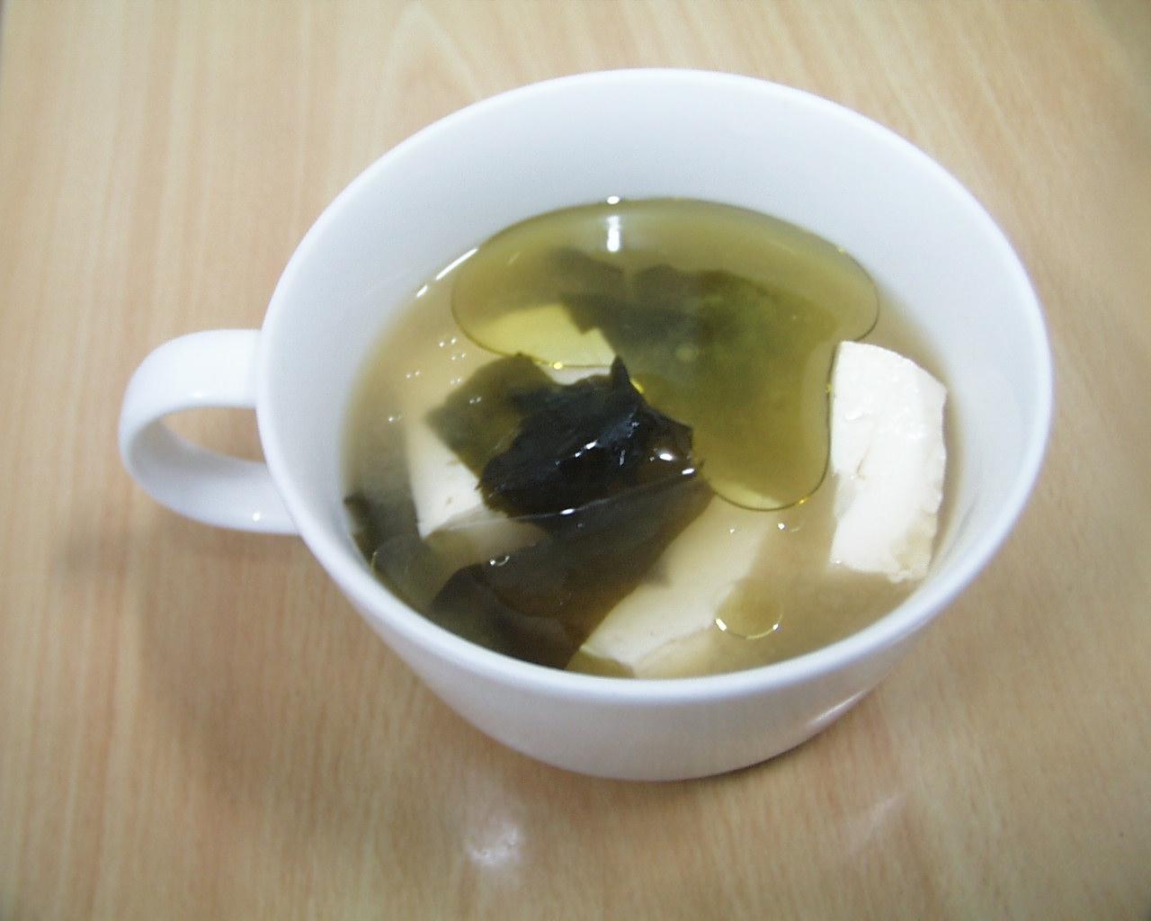 豆腐オリーブオイルお味噌汁