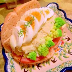 セロリポテサラとハム玉チーズの森サンド