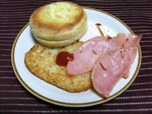 簡単朝食・イングリッシュマフィンとハムエッグ