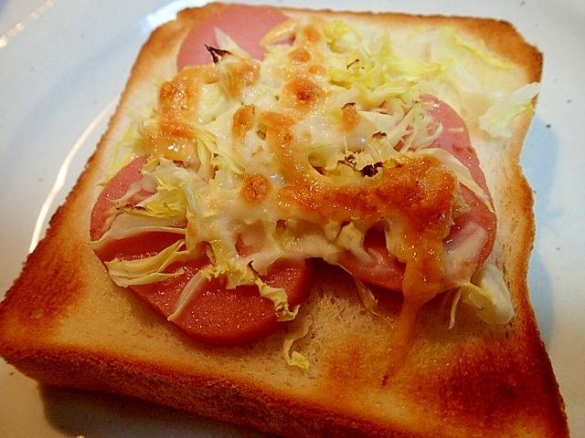 お魚ハンバーグとキャベツの明太子マヨチーズトースト