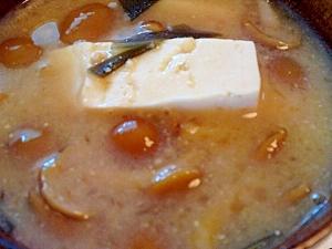 木綿豆腐となめこの味噌汁