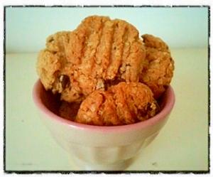 ピーナッツ、オートミール、全粒粉でサクサククッキー