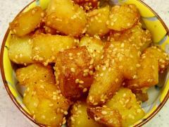 ■10分で..食べる手がとまらない胡麻チーズポテト