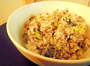 レンジで簡単☆ひじき&ゆかりの混ぜご飯♪