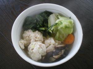 鶏肉団子と春菊のスープ