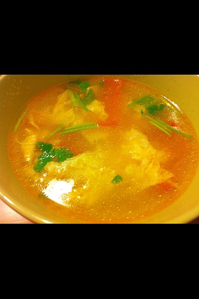 トマトとパクチーの卵スープ