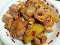 鶏肉とさつまいものガーリック炒め