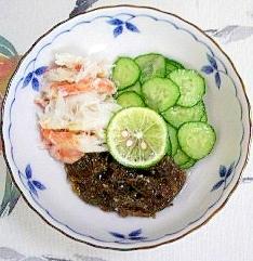 毛蟹ともずく、胡瓜の和え物