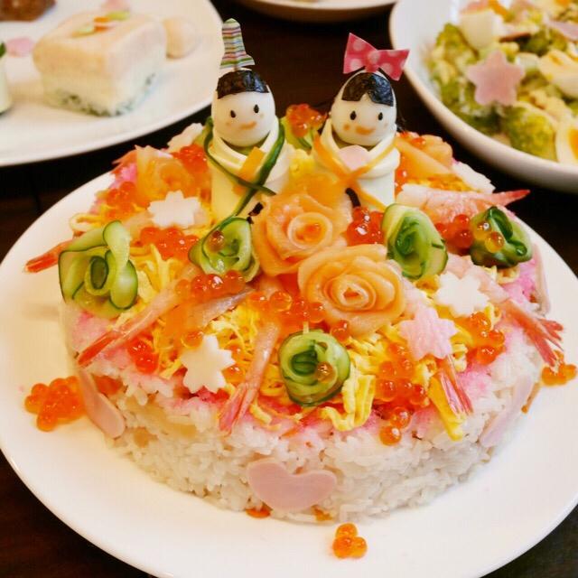 1.【ひな祭り】おだいり様とおひな様のちらし寿司ケーキ