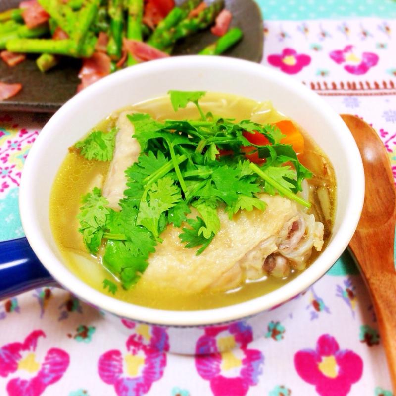 6. 手羽先のエスニック薬膳スープ