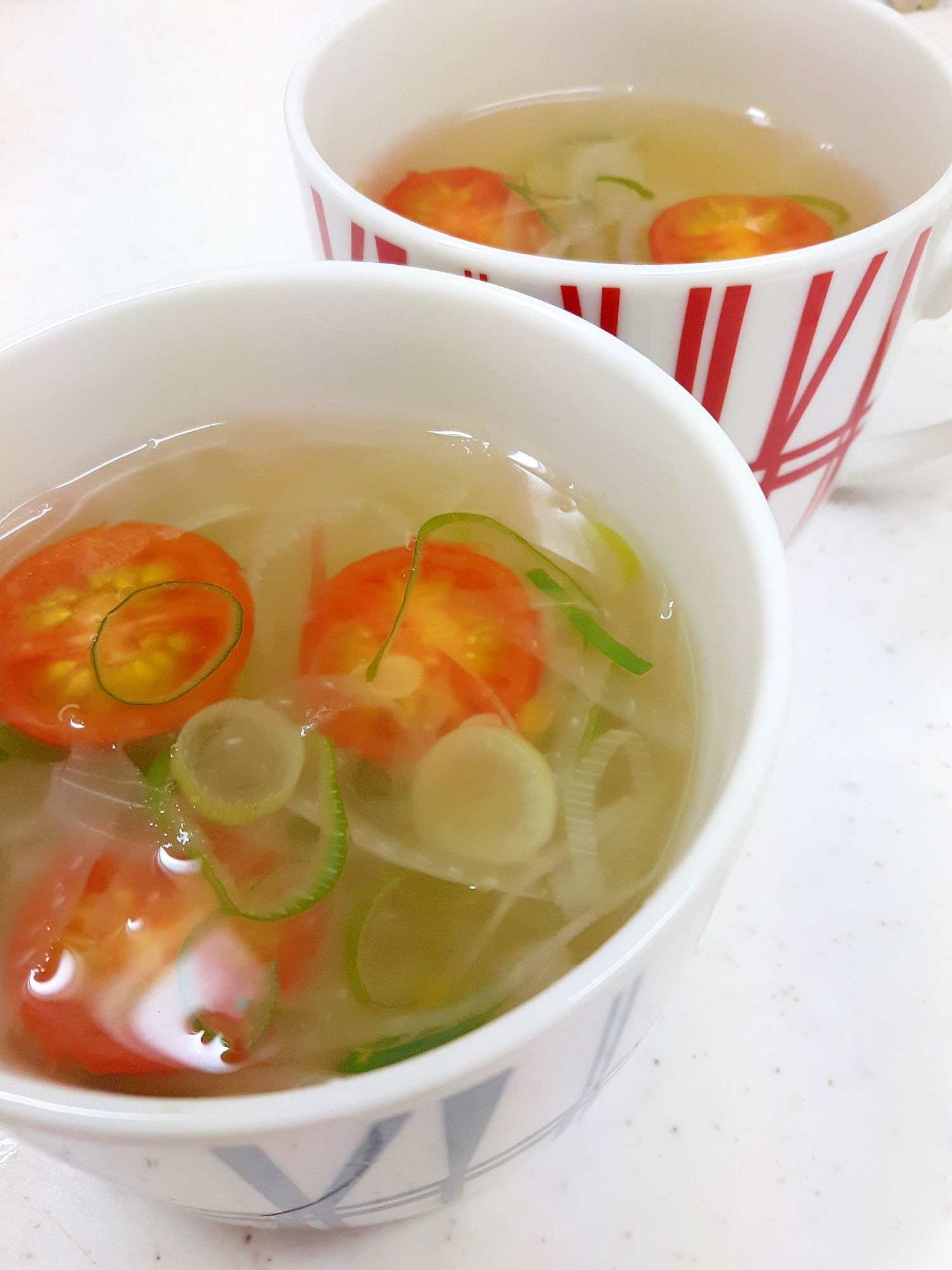 簡単(^^)ミニトマトと玉ねぎのコンソメスープ♪