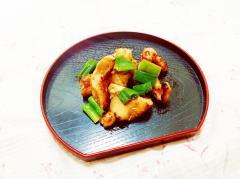 鶏皮と葱の醤油炒め