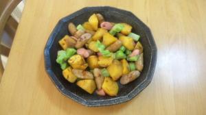 焼き芋とブロッコリーの茎で、彩り炒め