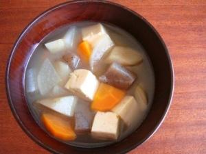 根菜類たっぷり♪あっさり味のけんちん汁