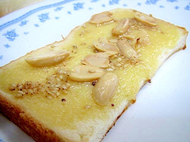 ミルクジャムとピーナッツのトースト