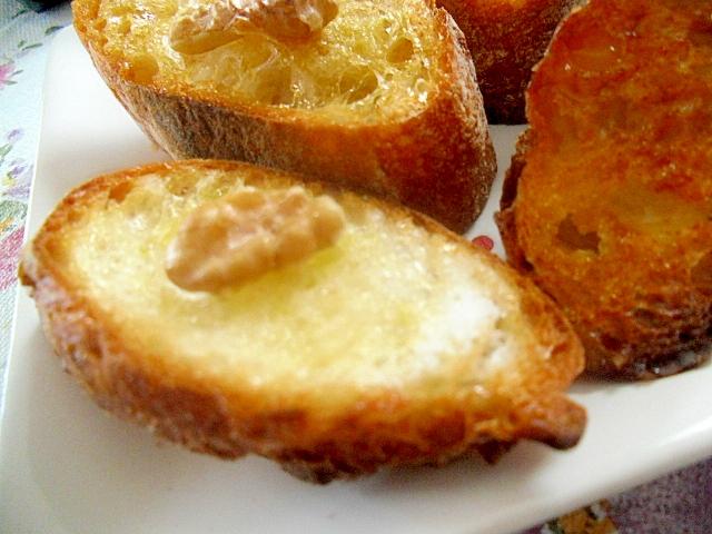 くるみと砂糖のフランスパントースト