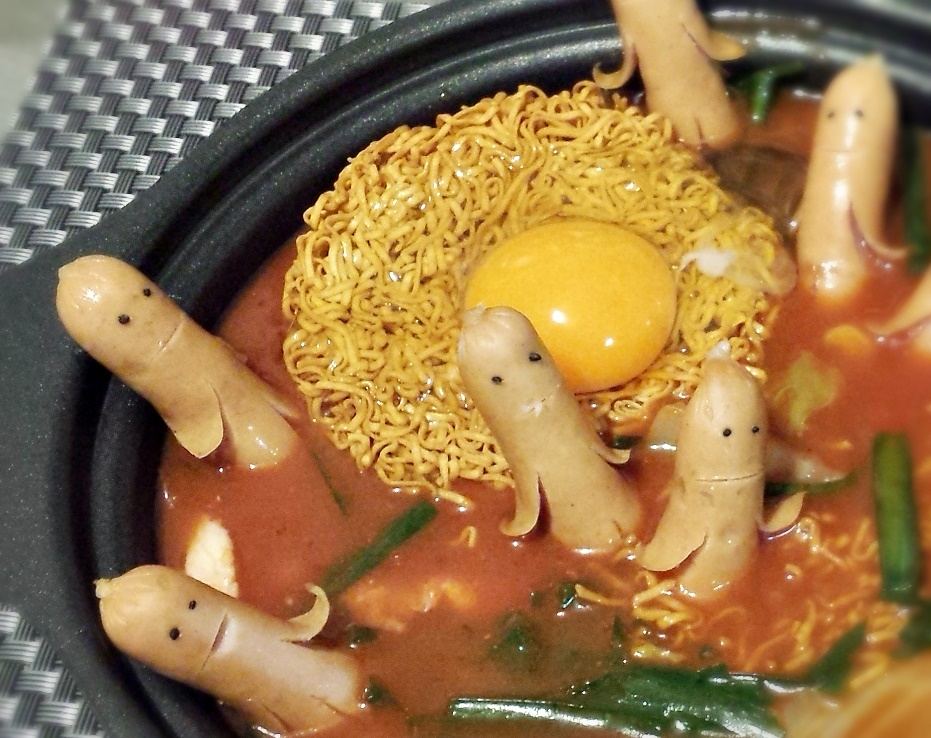 ソーセー人とUFOのトマト鍋