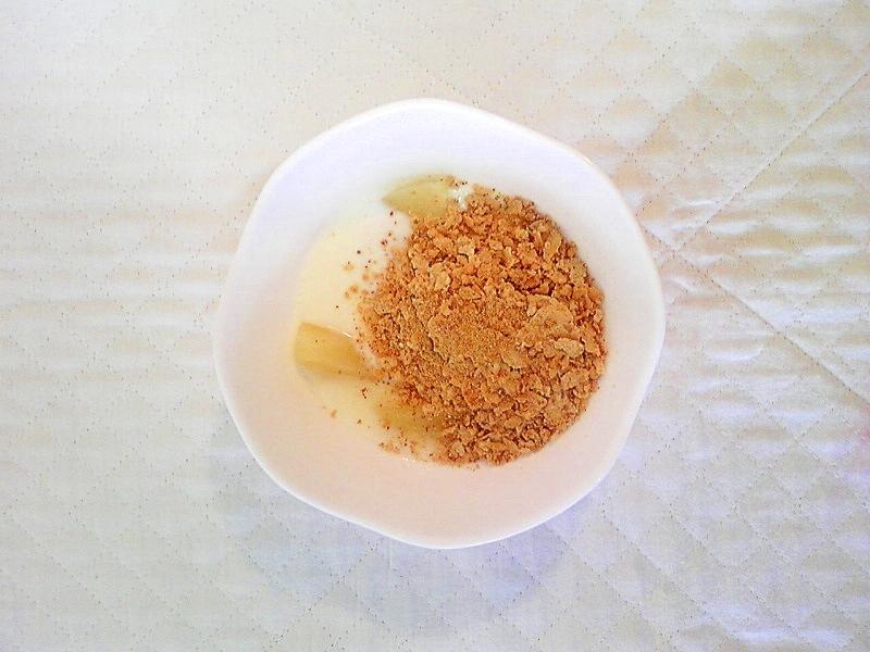 桃と玄米フレークのヨーグルト
