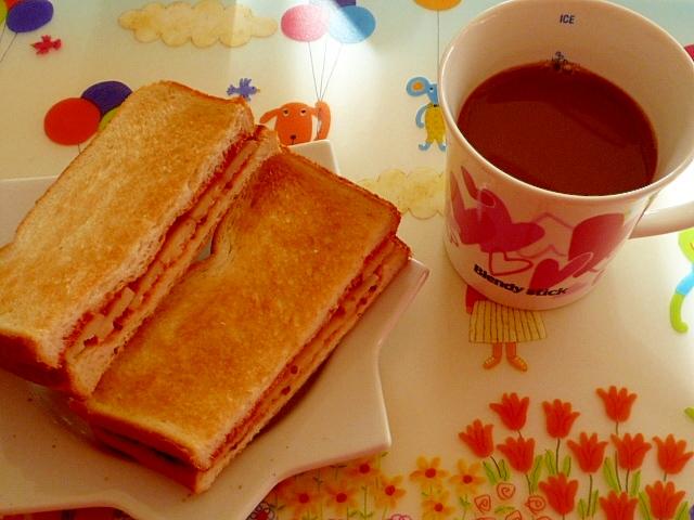 チーズのホットサンドイッチ♪
