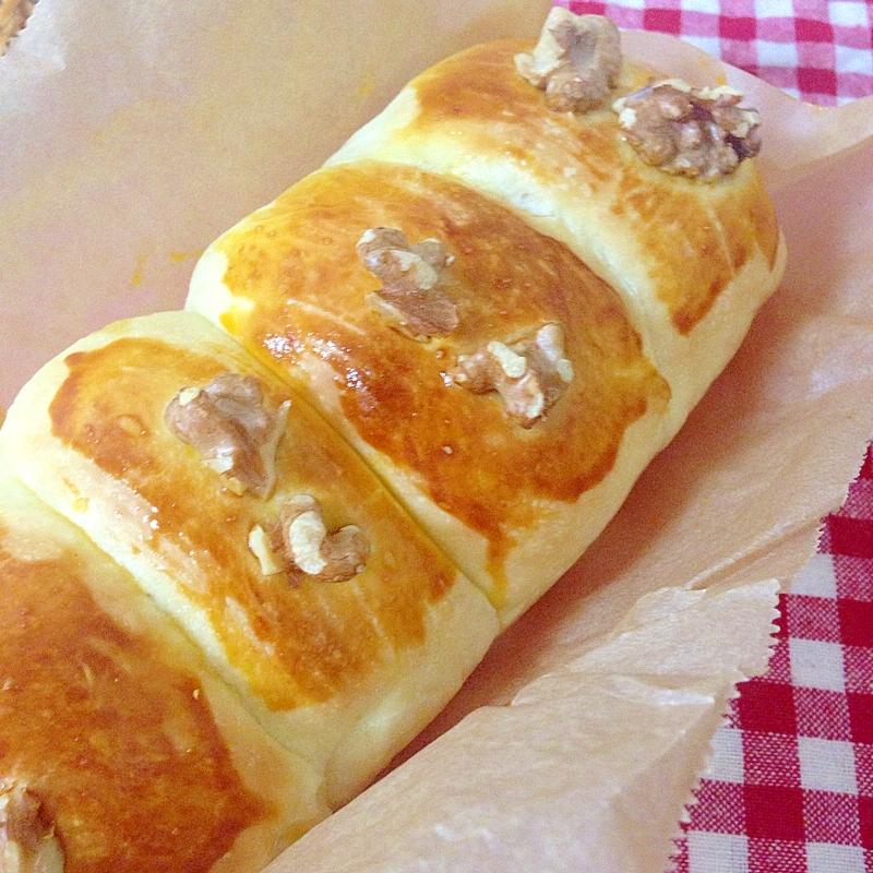 ブリオッシュの胡桃チーズパン