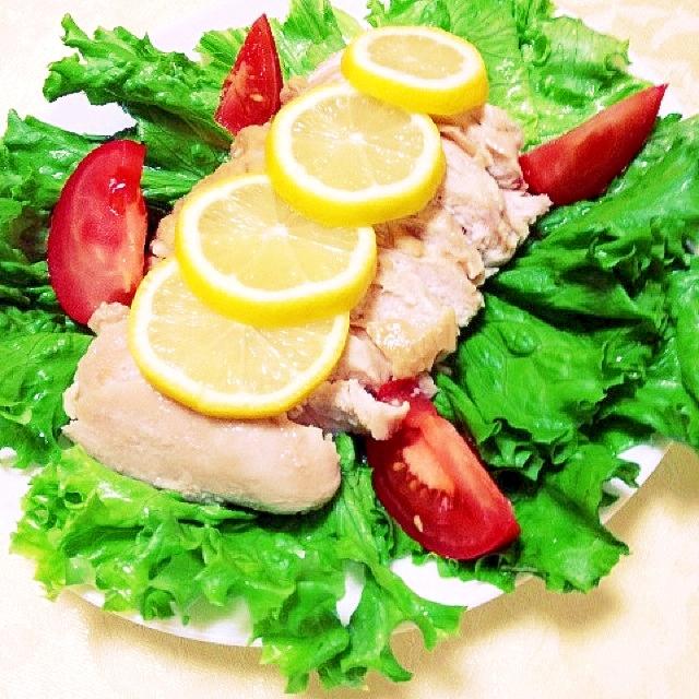 醤油麹味の鶏胸肉の蒸し煮サラダ