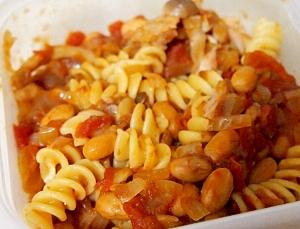 鶏肉と大豆のトマトショートパスタ