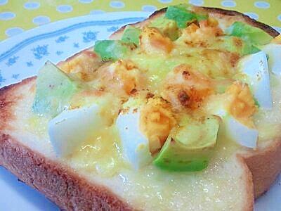 アボカド&ゆで卵のカレートースト