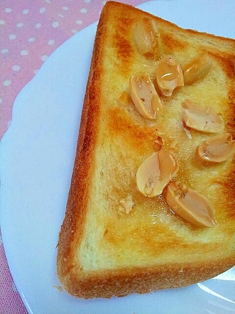 ピーナッツとメープルバタートースト