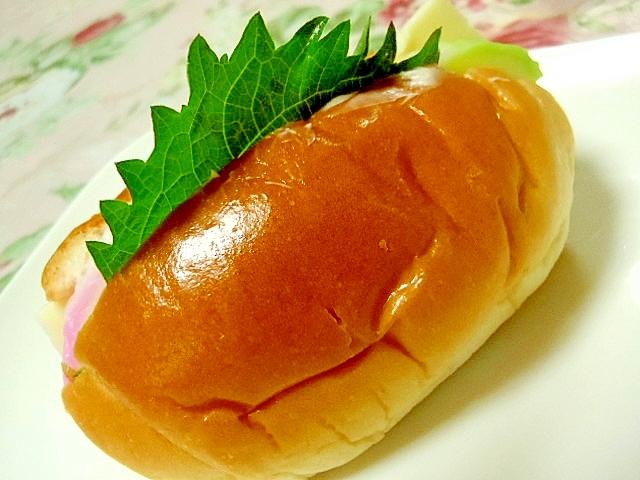 ツーン蒲鉾と大葉チーズのロールパン
