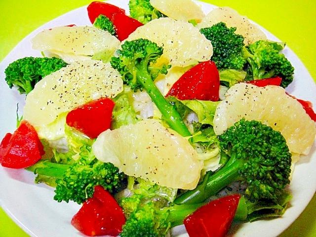 ブロッコリーとグレープフルーツトマトのサラダ