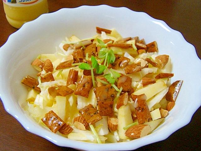 カリカリこりっ♪オカキ&ナッツ入り林檎白菜サラダ
