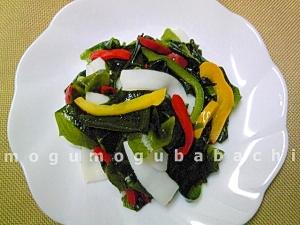 ダイエット中の満腹メニュー♪イカの海藻サラダ