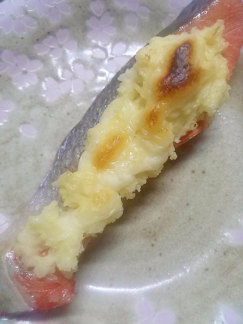 鮭のポテマヨチーズ焼き
