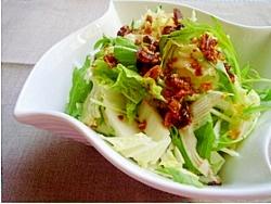 居酒屋メニュー♪食べるラー油乗せ白菜サラダ
