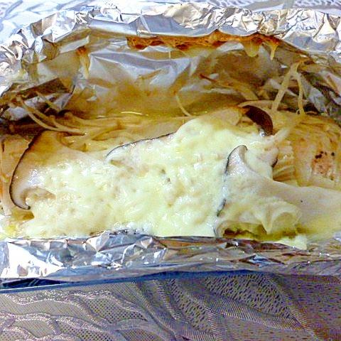 チーズがとろける鮭の洋風ホイル焼き♪