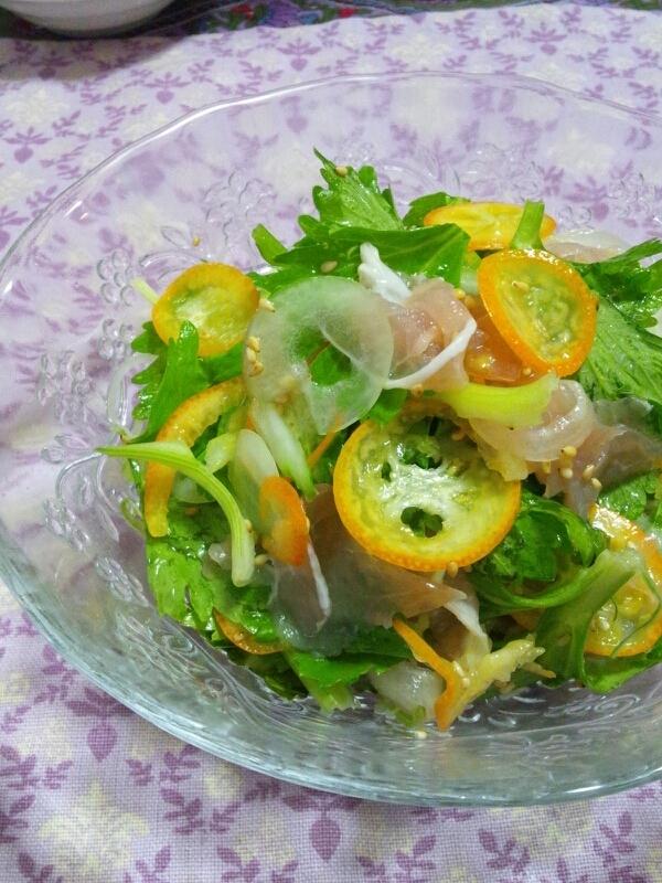 3. キンカンとセロリの葉のサラダ
