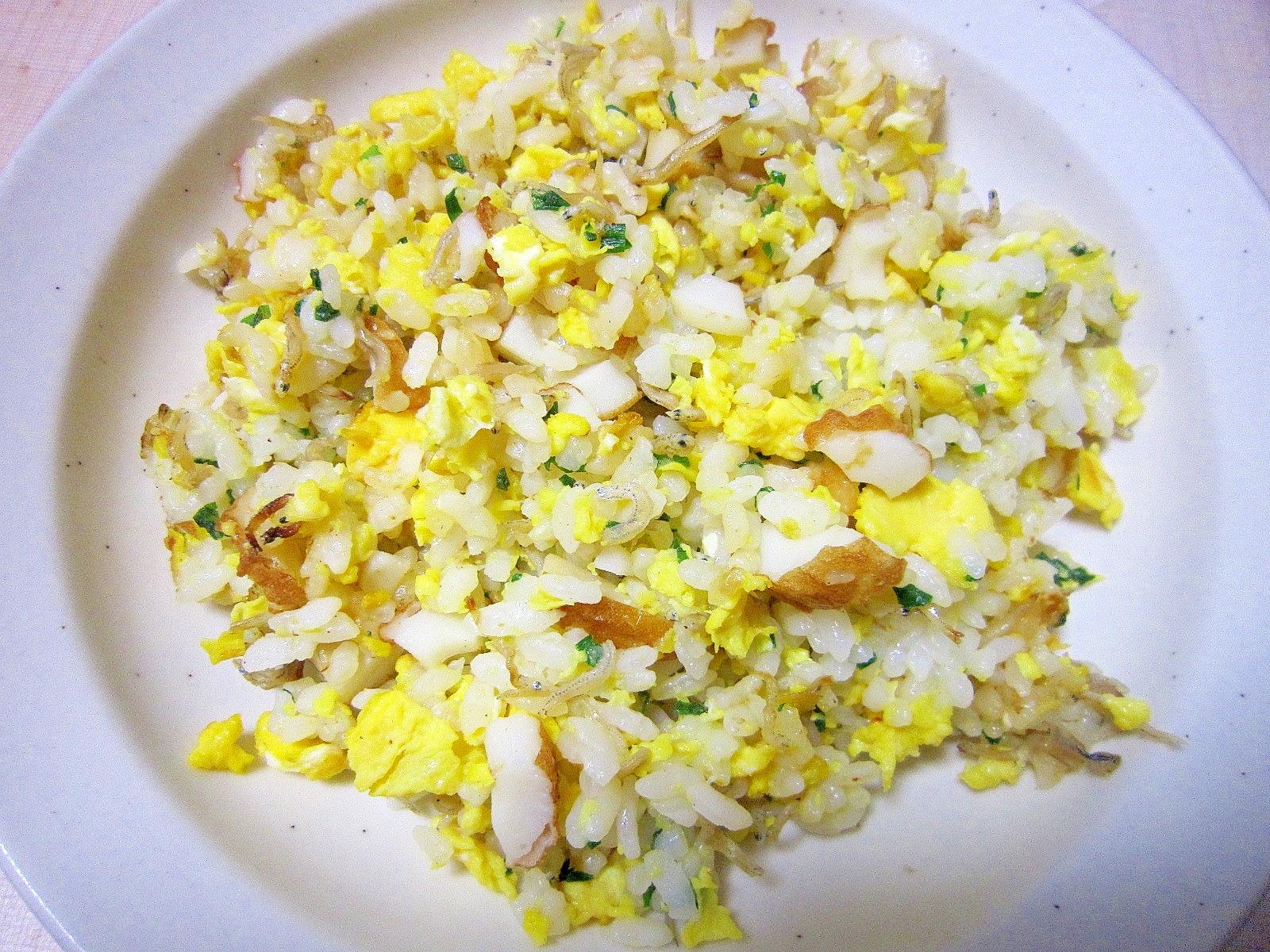 ちりめんと卵と竹輪のパラパラご飯