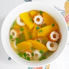 コリンキーとちくわの冷製スープ