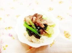 スパイス風味♪小松菜の豚丼